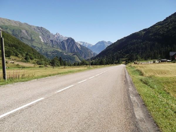 En se retournant, vue au Nord de la vallée de la Lignarre. Au fond, le Massif des Grandes Rousses.