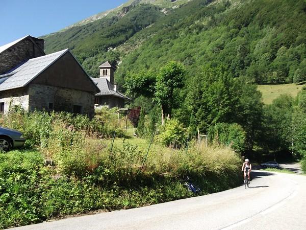 Le hameau de la Poutuire et son joli clocher.