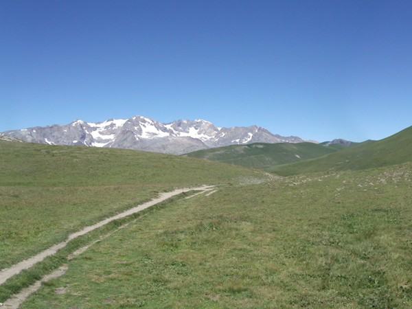 Le sentier venant du Col St-Georges.