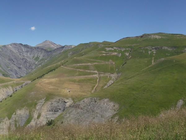 Depuis la Bergerie Maison Coing, vue sensationnelle sur l'intégralité de la montée du Col St-Georges depuis Besse.