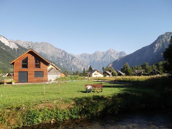Vue sur la Grande Lance d'Allemont(2842 m) depuis la Plaine de Bourg-d'Oisans.