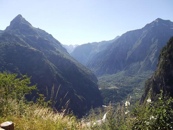 Dans le fameux virage avec vue 180° : le Pied Moutet et la vallée du Vénéon.