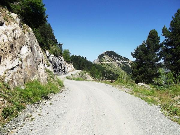 La piste du Col du Solude. Au fond, le Prégentil (1938 m).