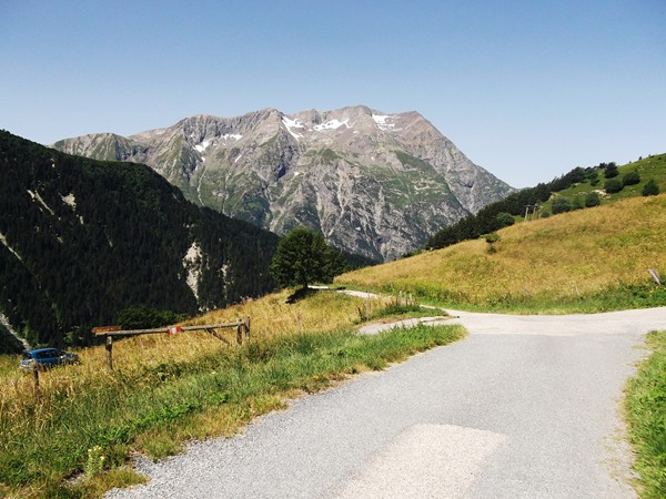 A l'Ouest, le Taillefer (2857 m).
