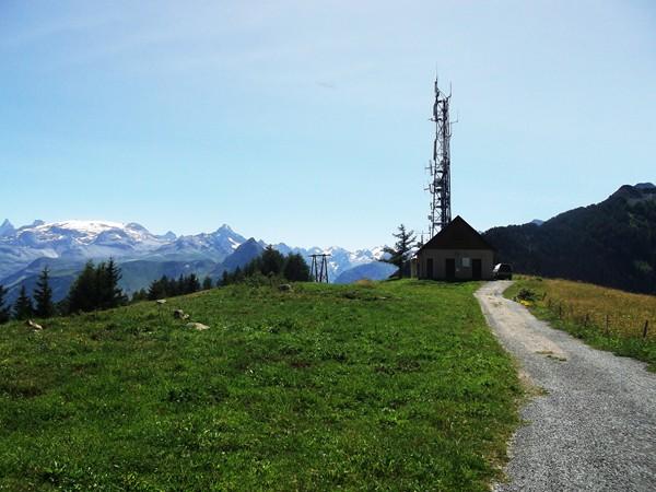 La tour de télécommunication vers le Prégentil.