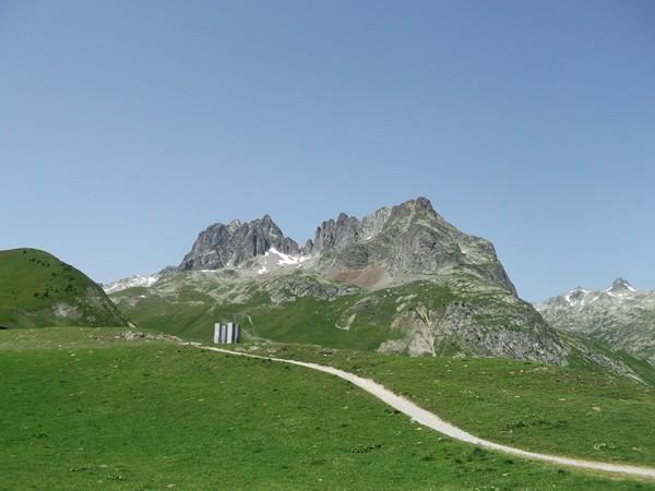Vue sur les Aiguilles de l'Argentière au Col du Glandon.