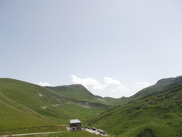 Le pied du Col du Glandon. Au fond, le Col de la Croix de Fer.