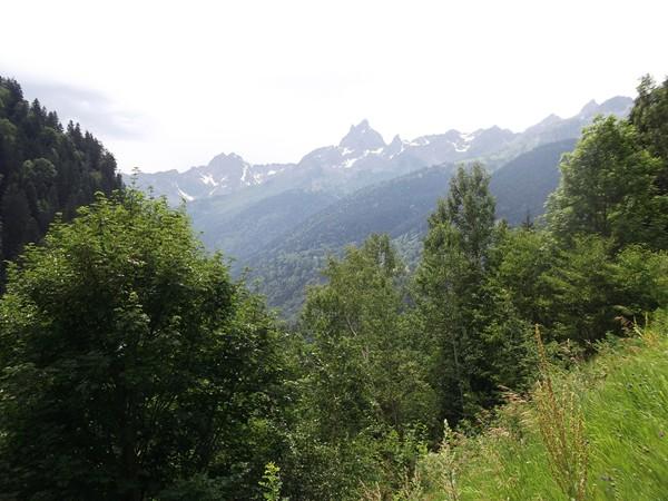Vue sur la Massif des Grandes Rousses. Au centre, le Rissiou (2622 m).