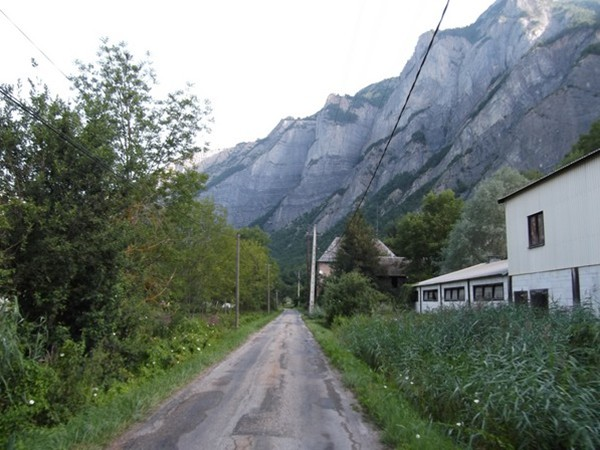 La fameuse petite route de Bassey (phot Idris).