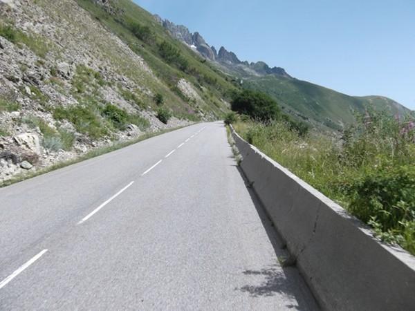 La pente fait son petit 7/8% à l'approche du pied du Col du Glandon (photo Idris).