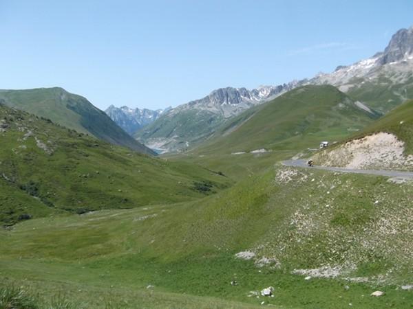 Dans la partie finale après le pied du Col du Glandon. Tout au fond, le Lac de Grand Maison (photo Idris).