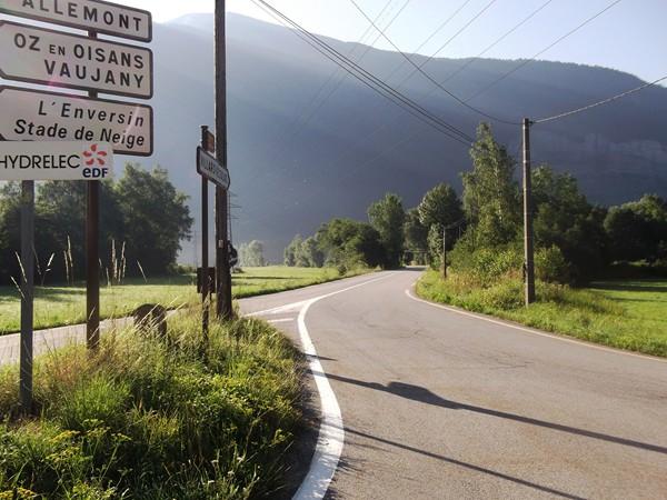Peu après, prendre à droite, direction Villard-Reculas.
