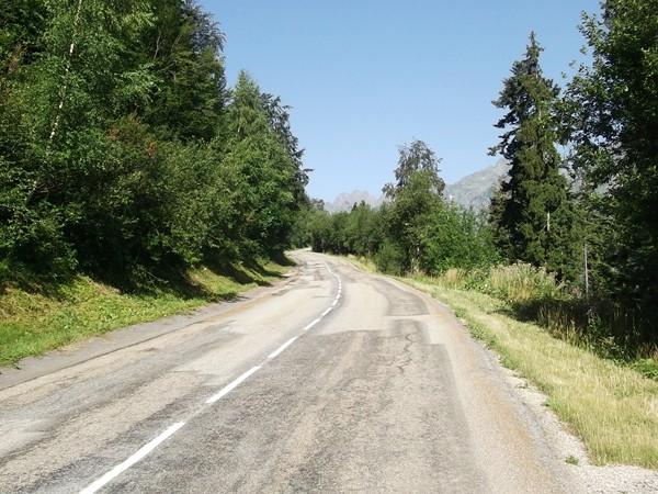 Une route large, tranquille, j'ai du croiser seulement une dizaine de voiture.