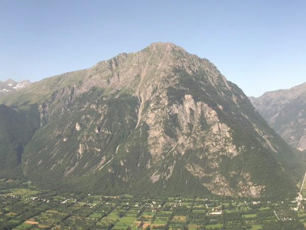 Au centre, le Massif du Taillefer.