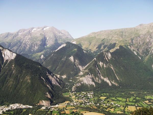 Encore le Massif du Taillefer, sous cet angle, on distingue la montée vers Oulles.