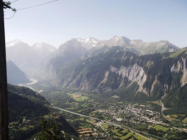 Bourg-d'Oisans, au-dessus, le Col du Solude.