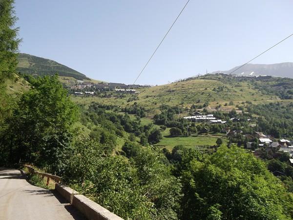 Au-dessus, la station de l'Alpe d'Huez.