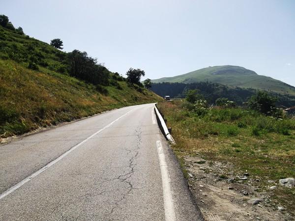 La route qui monte à la station via l'Eclose.