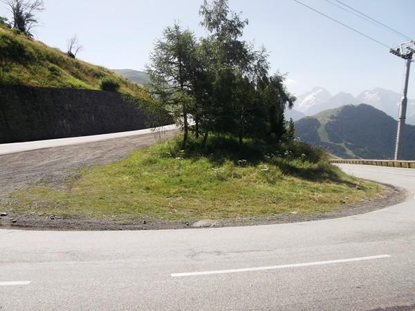 Un lacet sur la route de l'Eclose.