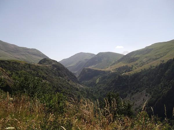 La Vallée de la Sarenne, au centre, son col.