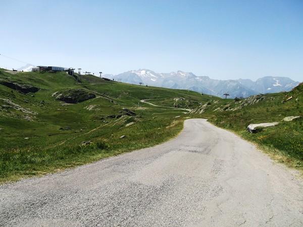 Dans la montée vers le Lac Besson (vue en arrière).