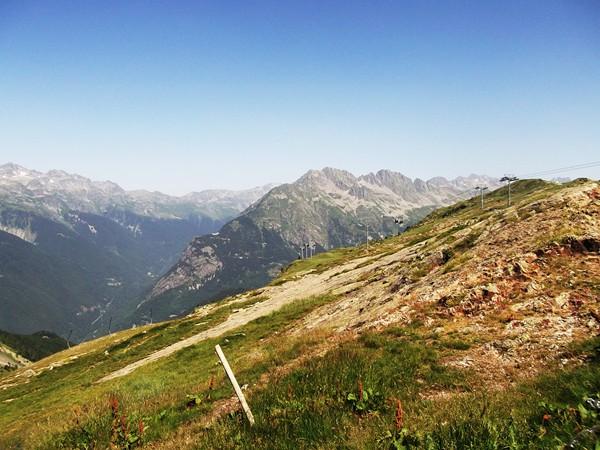 Vue sur le Collet de Vaujany et la Vallée de l'Eau d'Olle.