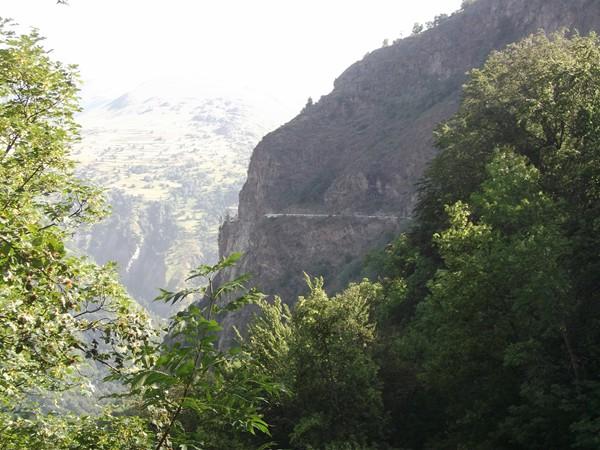 La route-balcon de Bons.