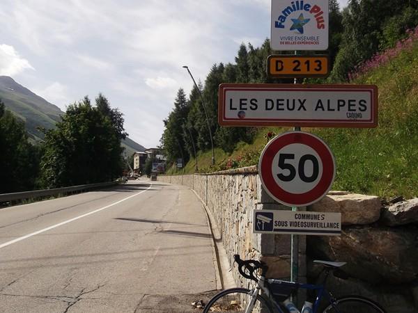 Le panneau des 2 Alpes. Il y a 10 ans, je n'avais pas été plus loin !