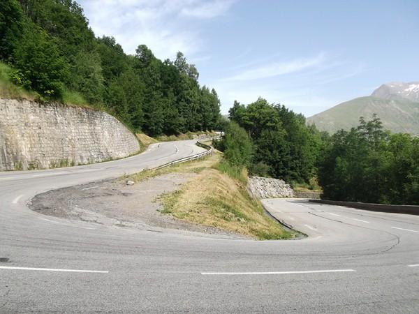 Un lacet dans la montée vers la Station des 2 Alpes.