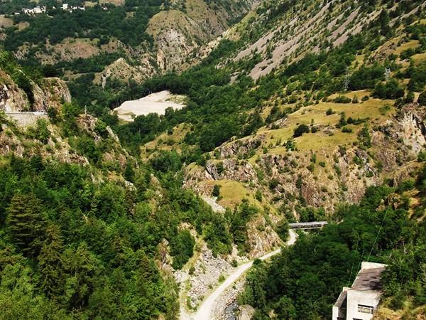Depuis le barrage, vue sur les Gorges de l'Infernet .
