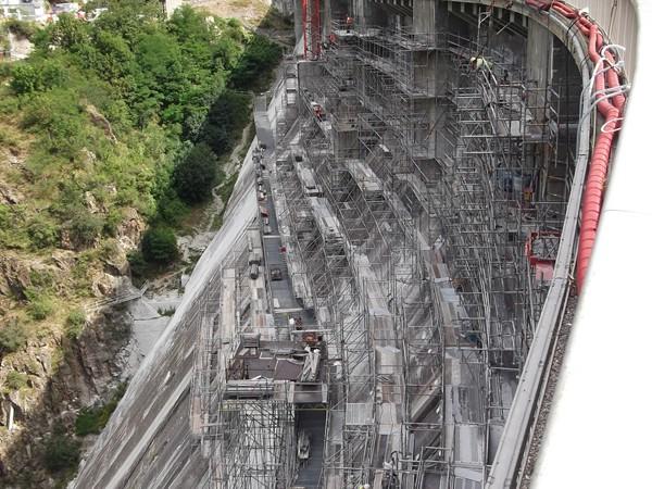 Impressionnants travaux sur le barrage !