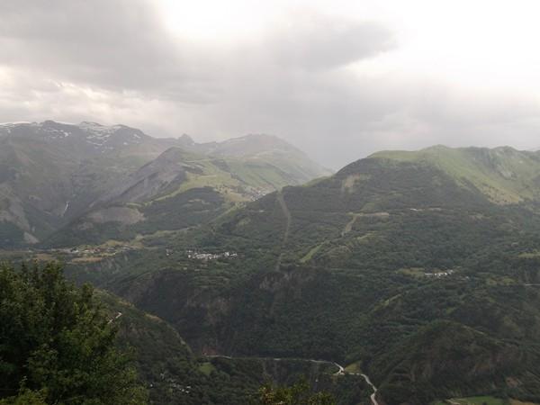 En face, on peut voir Bons (à gauche) et Ponteil (à droite).