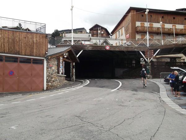 Juste après, le petit tunnel qui permet de filer vers le haut de la station.