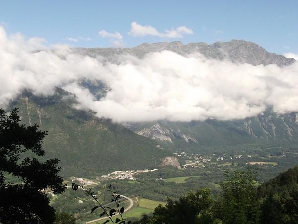 Aperçu de la Vallée de la Romanche avec la partie Nord de Bourg-d'Oisans.