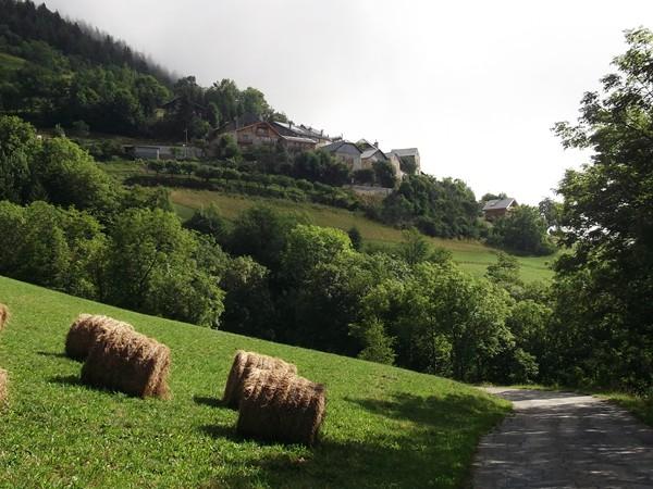 Là-haut, c'est le petit village du Cert.