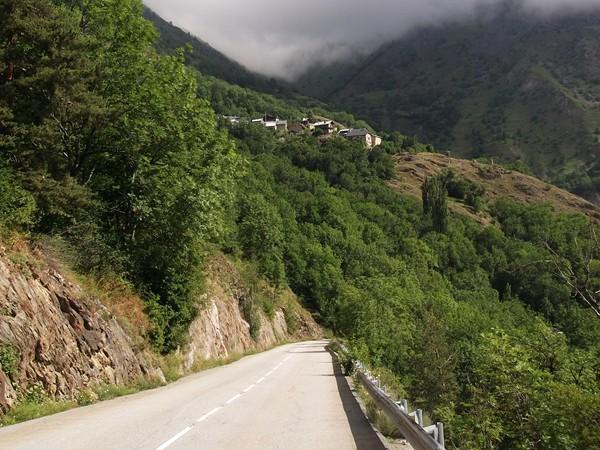 Dans la descente vers le Freny-d'Oisans. Perché en haut, Puy-le-Haut.