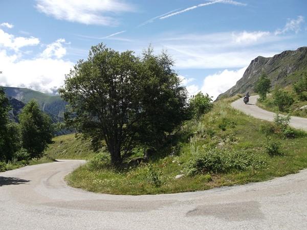 Un lacet dans le Col de Sarenne.