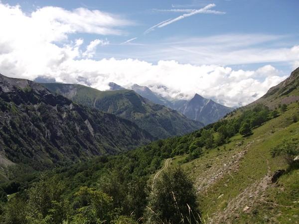 La Vallée du Ferrand, au fond le Massif des Ecrins.