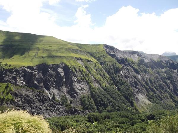 Sublime roche noire de la Côte Belle.