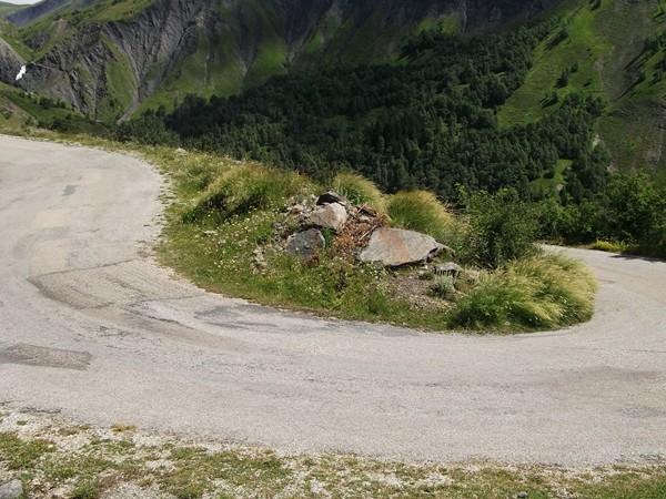 Un autre lacet dans le Col de Sarenne.