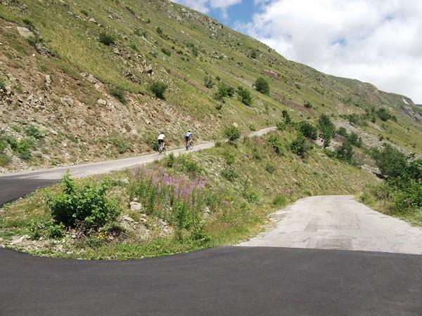 Un lacet refait à neuf à l'occasion du passage du Tour de France (fait en descente).