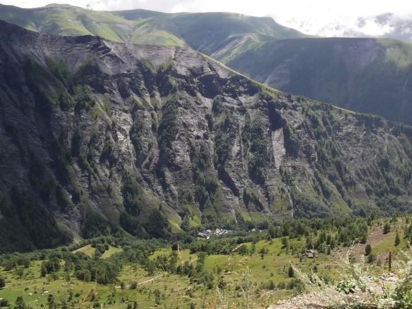 Clavans-le-Haut, minuscule tout au fond la Vallée du Ferrand.