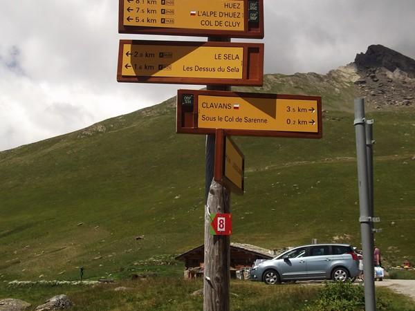 Un panneau de randonnée pour le col à 1999 m, un 2000 manqué d'un mètre !