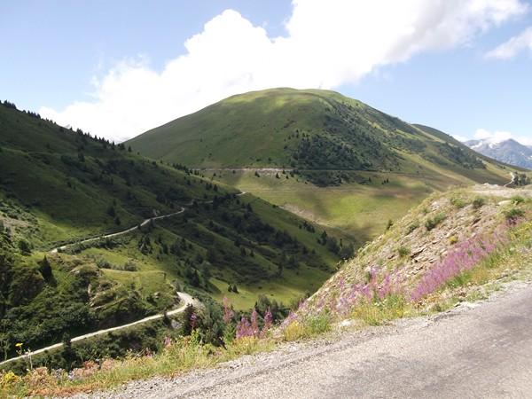 La piste qui mène au Col de Cluy.
