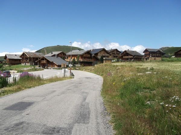 Le quartier des Rochers avec ses chalets en matériaux traditionnels.