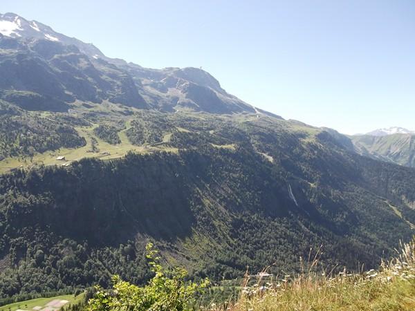 Au centre, le Dôme des Petites Rousses (Alt. 2810 m).