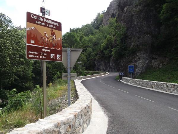 ... départ officiel de la montée du Col de Pailhères.