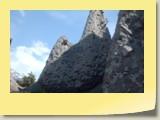 Forgées lors des retraits successifs des glaciers qui envahissaient les vallées d'Hérémence et d'Hérens, il y a quelques millénaires, ces dépôts glaciaires sont une accumulation de rochers enrobés de sable et d'argile.