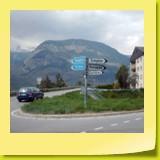 2 routes possibles pour la première partie du col. Pour les cyclos, prendre à droite pour emprunter la vieille route.