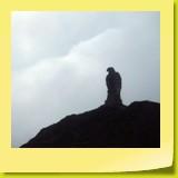 Un aigle de pierre haut de huit mètres qui rappelle la seconde Guerre mondiale.